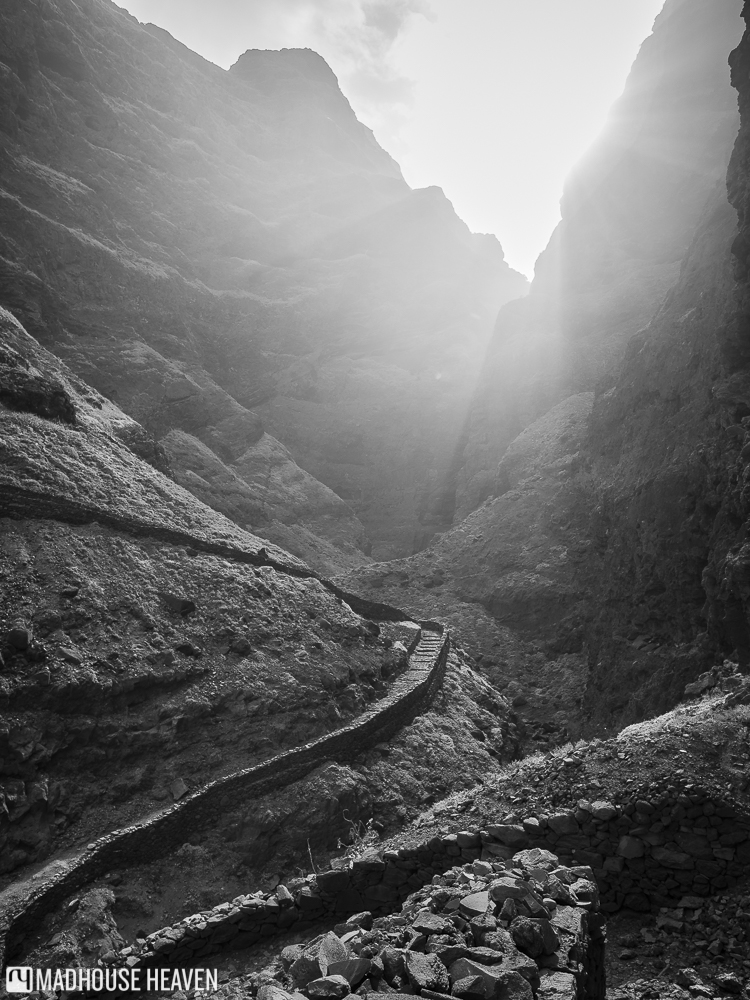 lord of the rings, walk to mordor, volcano hiking on santo antao, trail through the mountains,