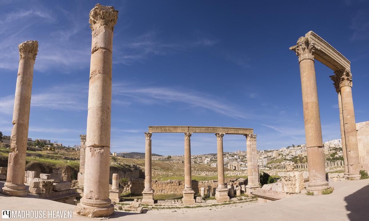 visiting jerash jordan, temple of zeus, roman ruins, corinthian columns, gerasa