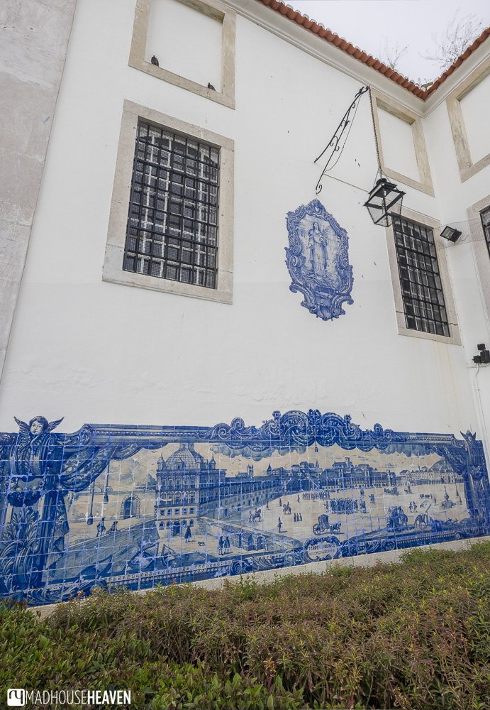 Wall painting made with blue tiles, a strong feature in Lisbon's Architectural History