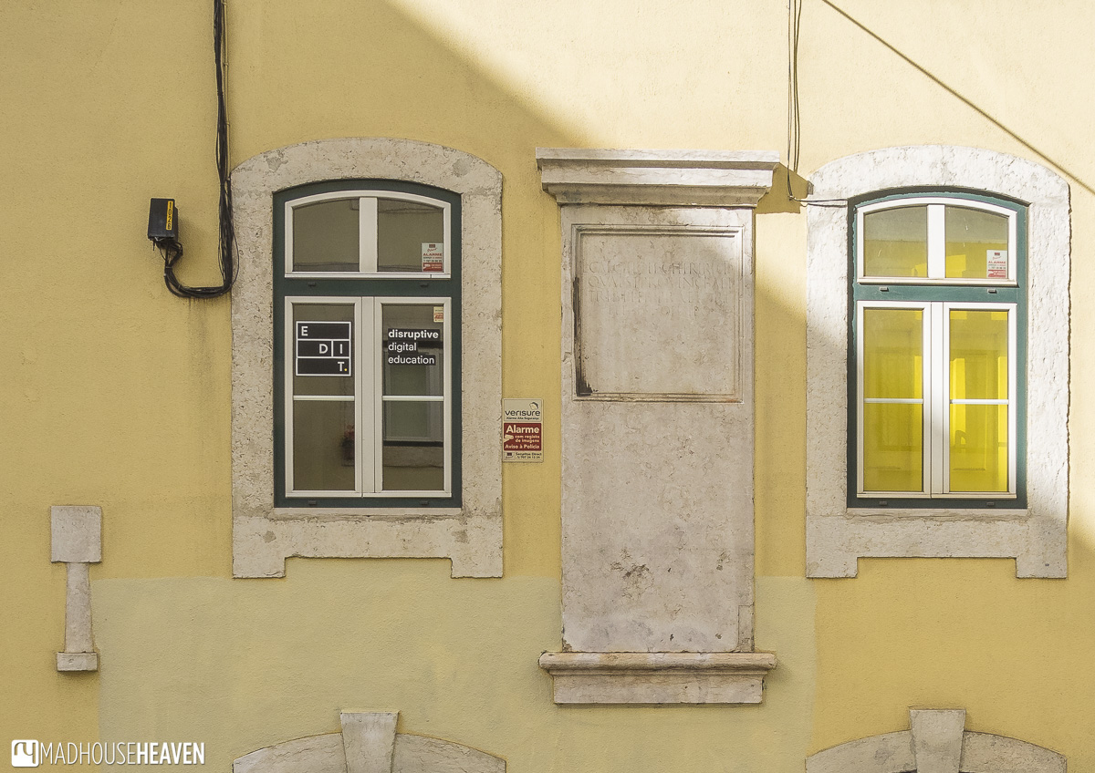 Roman ruins unearthed during 1755 Earthquake used as decorative items in building facade, Lisbon's Architectural History