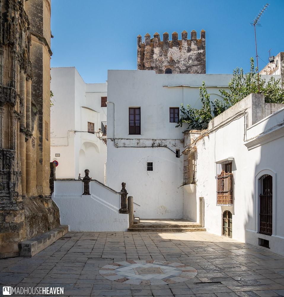 The side courtyard of Basílica de Santa María de la Asunción with white houses all around