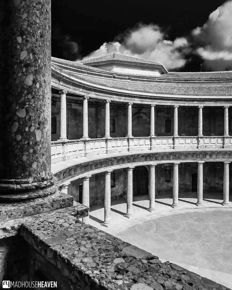 Black and white image of the Palacio de Carlos V in Alhambra